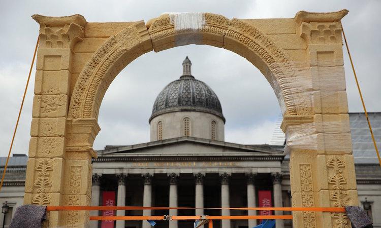 Palmira'nın Yıkılan Zafer Takı'nın Kopyası Londra Sergileniyor