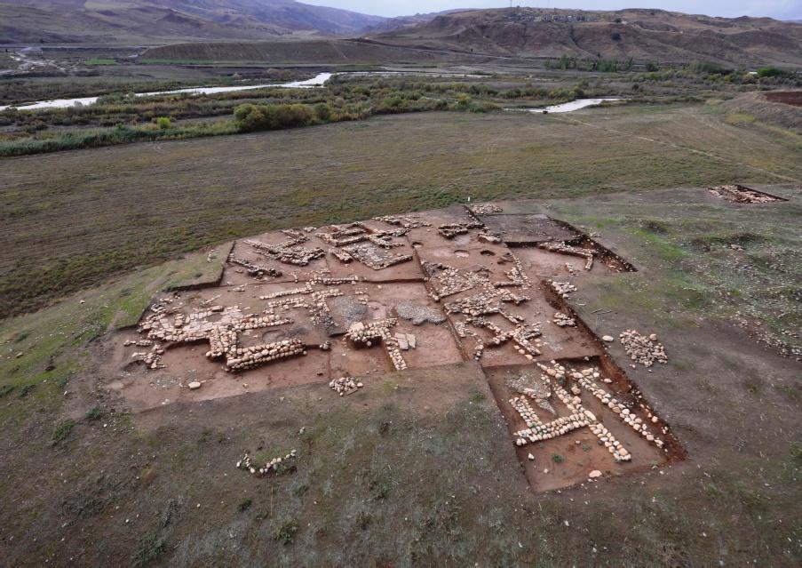 Başur Höyük 4. binyıl yapıları, Credit: Sağlamtimur, H. Başur Höyük. Ege Üniversitesi Arkeolojik Kazıları. 2012. s. 130.
