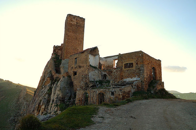 Sicilya'daki Gresti kalesi. F:ANSA