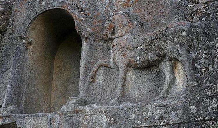 Konya'daki 2000 Yıllık Kitabede At Yarışı Kuralları Çıktı