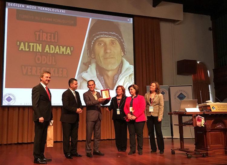 Bulduğu Altın Sikkeleri Teslim Eden İşçi Mehmet Yazar'a Ödül Yağdı