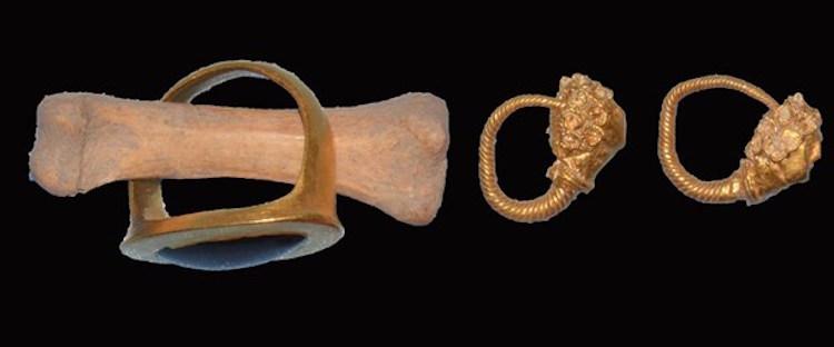 Muğla'daki 2500 Yıllık Mezarda Yüzük ve Küpeler Bulundu