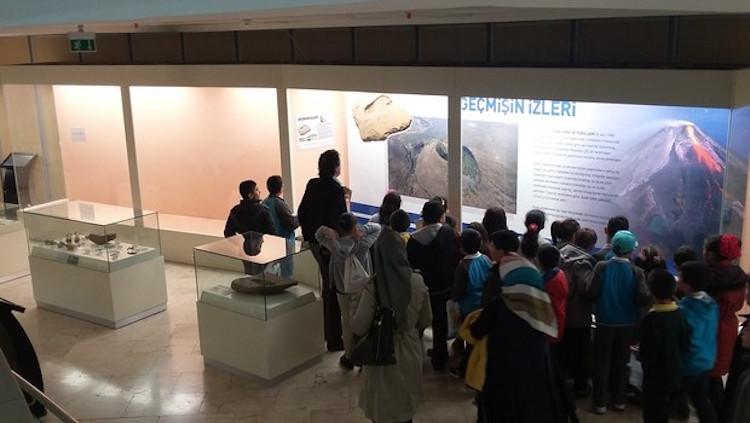 Evrim Vitrininin Kaldırıldığı Tabiat Tarihi Müzesi'nde Bilim İnsanlarına Engel