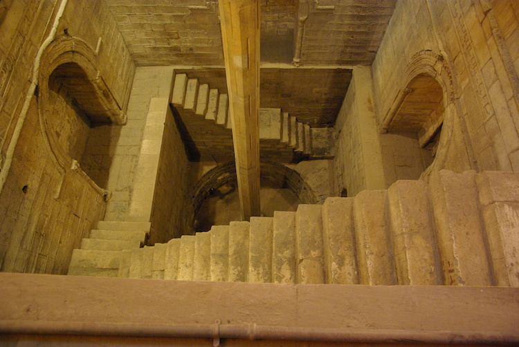 Daha önce Kahire'de bulunan Nilometre.