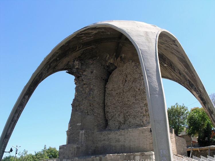 Konya'da Selçuklu Köşkü Üstündeki Beton Şemsiye Kaldırılıyor