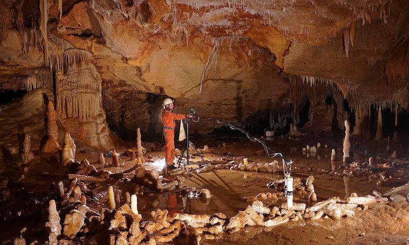 Neandertallerin bir Mağarada Dikitlerle İnşa Ettiği Yapı Bulundu
