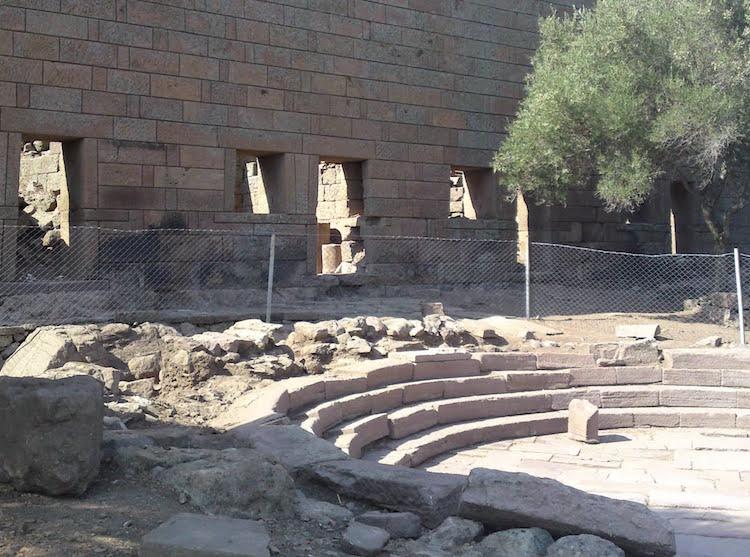 Manisa Belediyesi Yol Kazılacaksa Aigai Antik Kenti'ne Para Yok Dedi