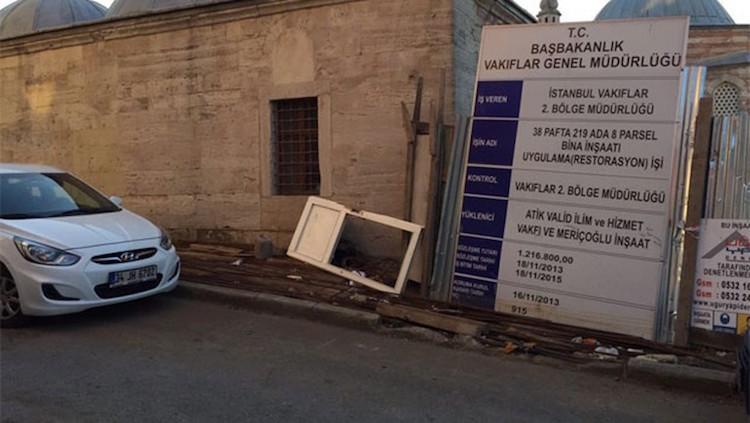 Mimar Sinan'ın Yaptığı Atik Valide Külliyesi Dibine Beton Döküldü
