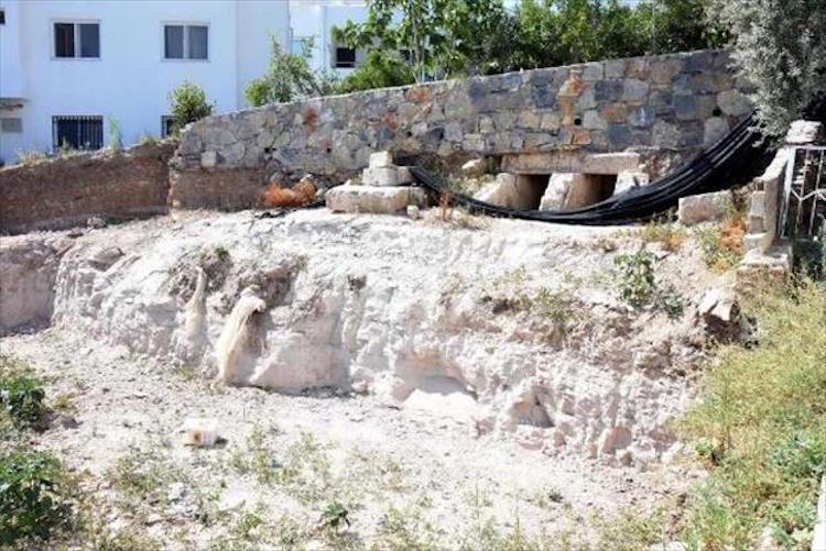 Bodrum'da Roma Dönemi Mezarlarına Kepçe Girdi
