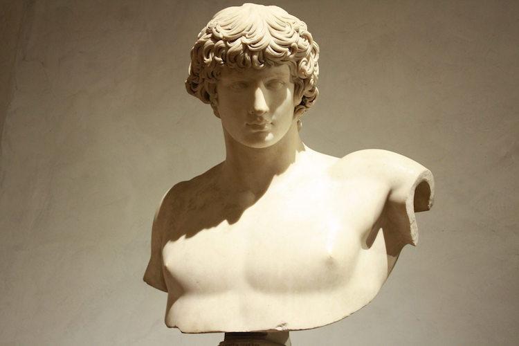 Antinous büstü ; Louvre Müzesi