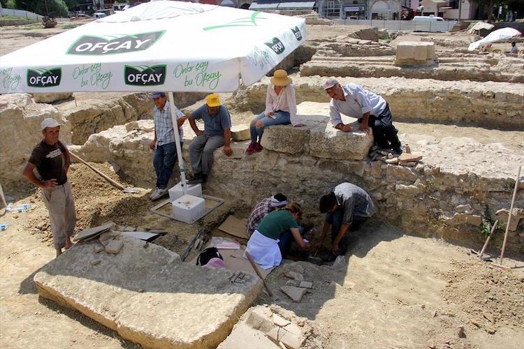 Yemiş Kapanı Hanı'nda Roma Dönemi Mezar Bulundu