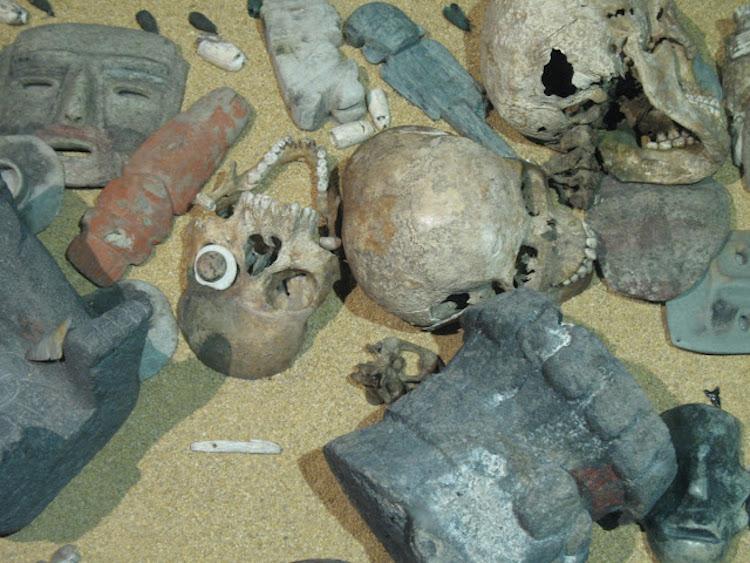 Templo Mayor Müzesi'nde bulunan kafatası maskı rekonstrüksiyonları. (F: Corey Ragsdale)