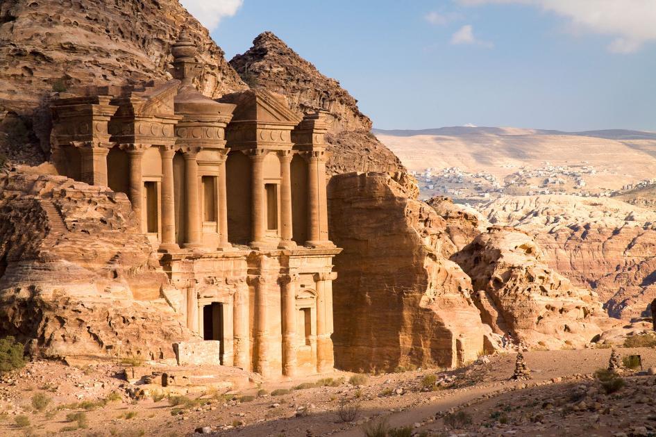 Petra'daki manastır, yeni keşfedilen platformdan daha büyük olan tek yükseltilmiş ve kamusal ve törensel yapı olabilir. (F: Design pics inc, National Geographic creative)