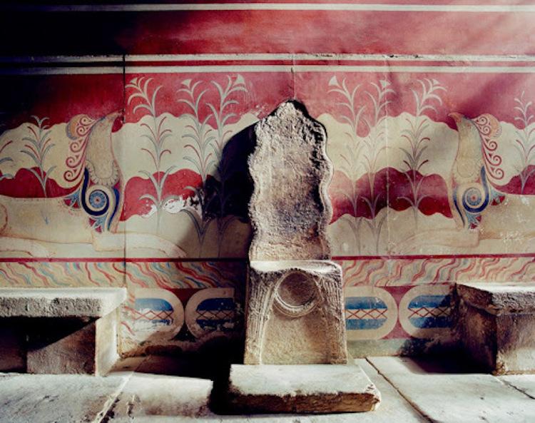 Girit'teki Knossos'taki Minos Sarayı'ndaki sumermerinden yapılmış taht. [F: Christofilis Maggidis]