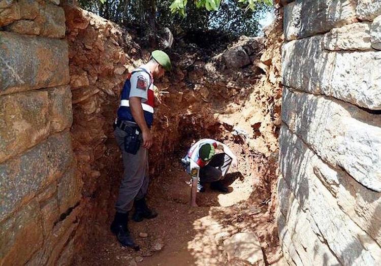 Muğla'daki Antik Kentte Kaçak Kazı Yapanlar Suçüstü Yakalandı