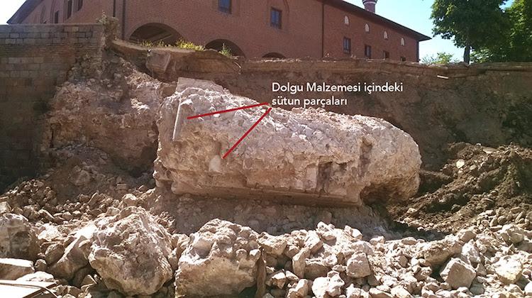 Augustus Tapınağı Bakımsızlık, Bizans Duvarı İş Makinaları Kurbanı