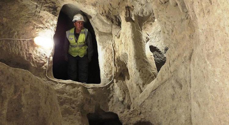Yeni bulunan 1500 yıllık kayaya oyma manastır. F: AA