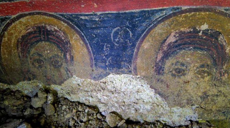 Yeraltı yerleşiminde daha önce bulunan 1600 yıllık kilisenin freskleri.