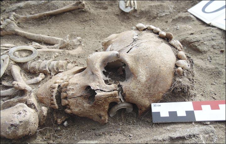 Sibirya'da El Ele Tutuşmuş Bronz Çağı Çiftinin Mezarı Bulundu