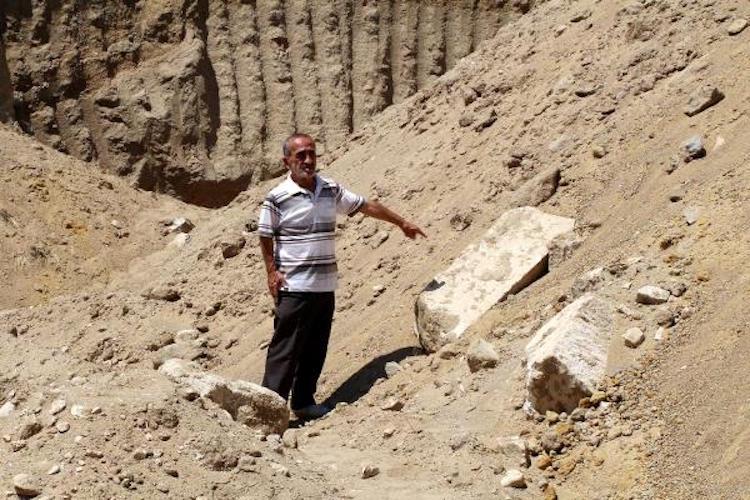 Burdur'da Bir Höyük Kaçakçılar Tarafından İş Makinesiyle Kazıldı