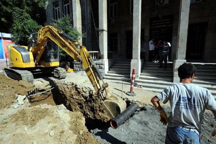 Beyoğlu'ndaki Kanalizasyon Kazısında Osmanlı Mezarları Bulundu