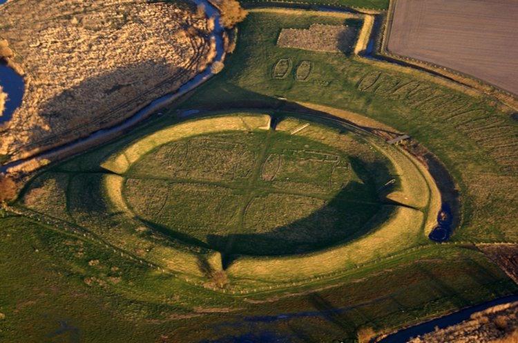 Arkeologlar 1000 Yıllık Gizemi Çözmek İçin Polis Çağırdı
