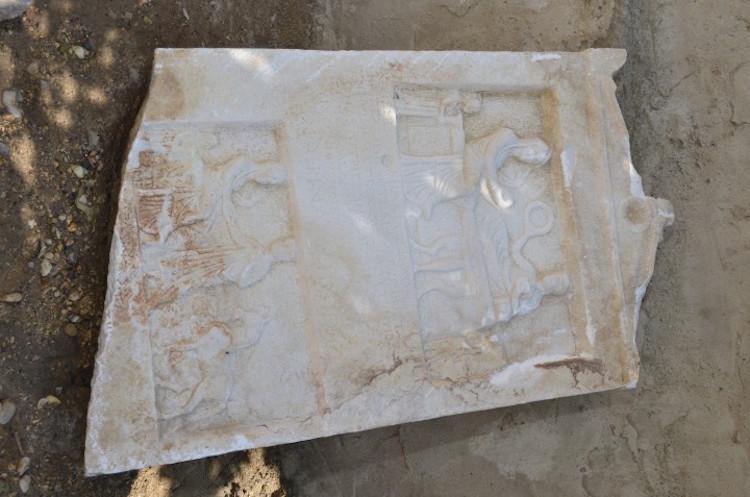 Silivri'de Bizans Dönemi Mezar Taşı Bulundu