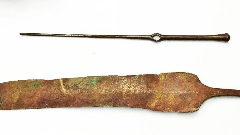 Orta Bronz Çağı'na ait 3500 yıllık iğne ve bıçak (F: Diego Barkan, Israel Antiquities Authority.)