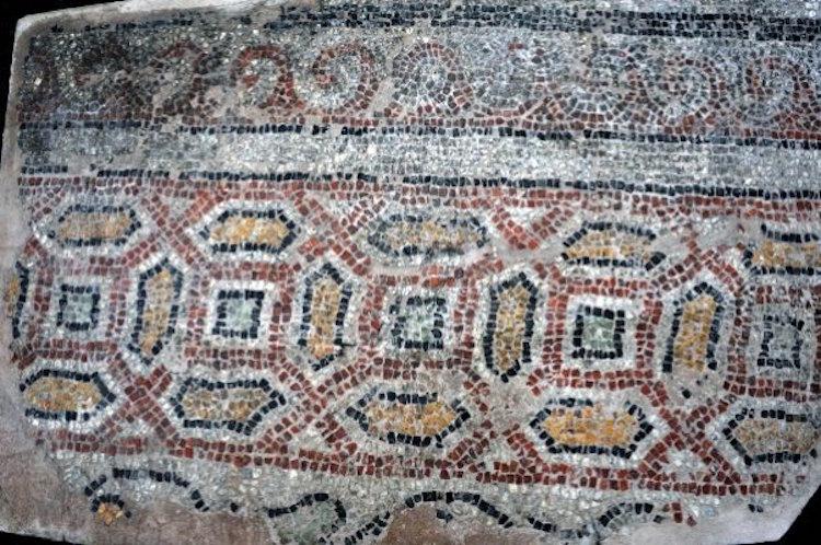 Bursa'da 1800 Yıllık Mitras Mozaiği Bulundu