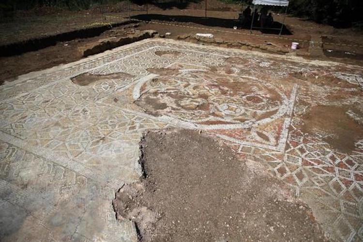 Prusias ad Hypium Antik Kenti'nde 1800 yıllık roma villası bulundu