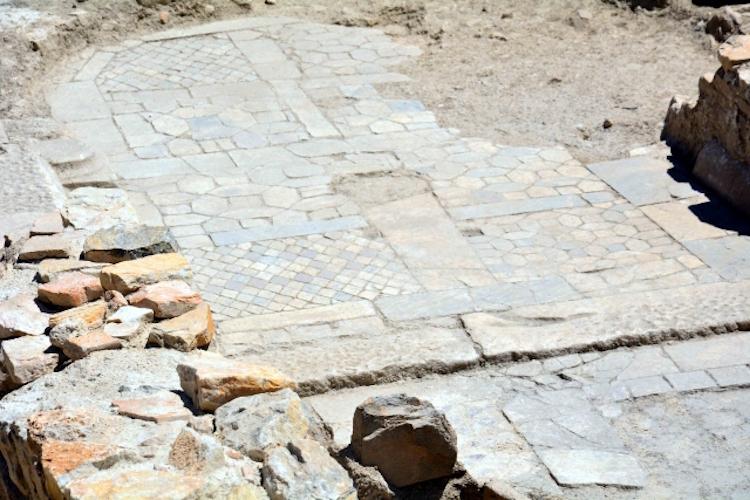 Stratonikeia Antik Kenti'nde 1500 Yıllık Kilise Tabanı Ortaya Çıktı