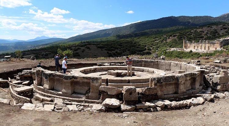 Kibyra Antik Kenti'nde Yeni Bulunan Çeşmeden Tekrar Su Akacak