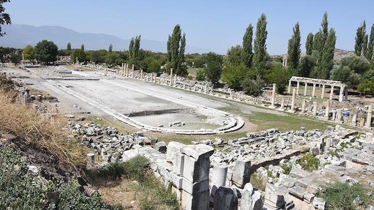 Afrodisias Antik Kenti'nin Dev Süs Havuzu Gün Yüzüne Çıkıyor