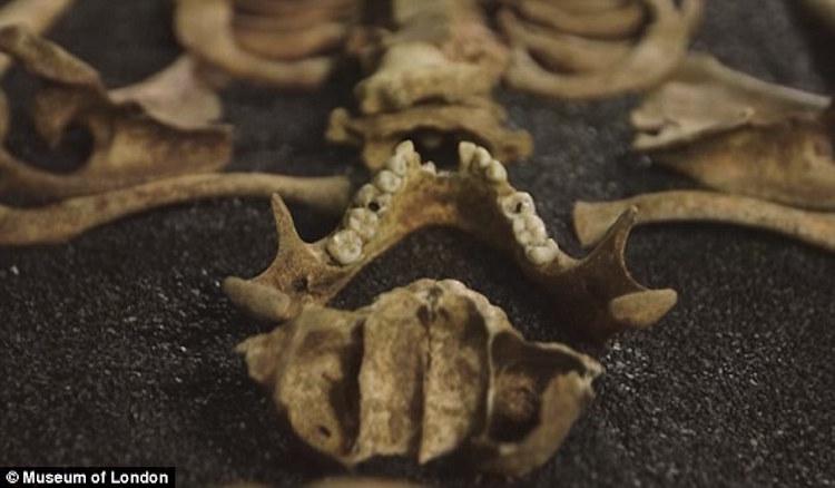 Londra'daki Antik Roma Mezarlığında İki Çinli İskeleti Bulundu