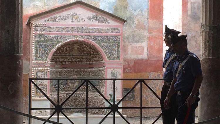 Pompeii Antik Kenti'nden Eser Çalan Turist Yakalandı