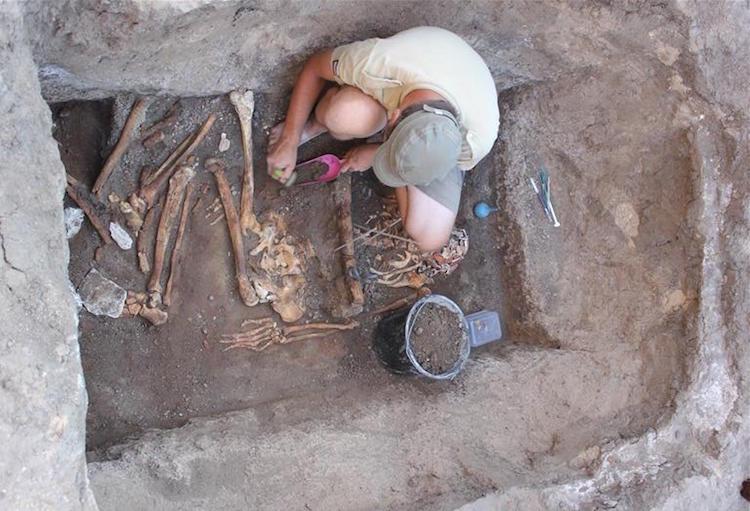 Ukrayna'da Bulunan 5000 Yıllık Elit Mezarı Tekrar Canlandırıldı