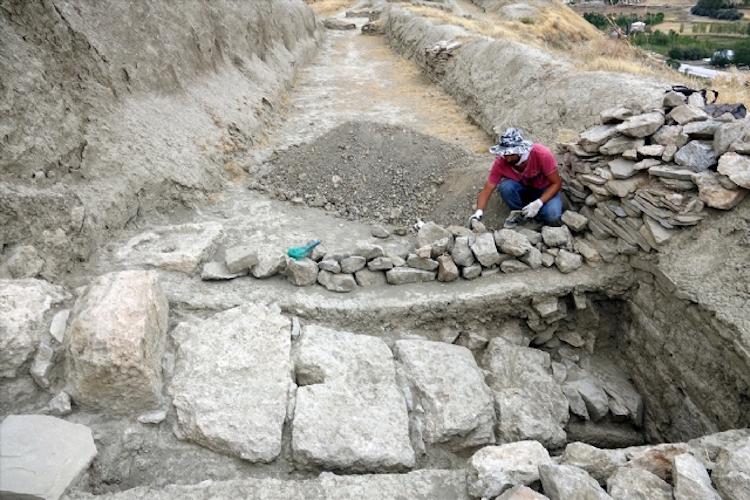 Van'da Urartuların 2800 Yıllık Kanalizasyon Sistemi Ortaya Çıkarıldı