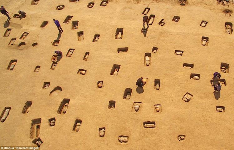Çin'de 2000 Yıllık Kapların İçinde Gömülmüş 113 İskelet Bulundu