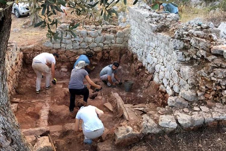 Antalya'daki Myra Antik Kenti'nde Dört Oda Mezar Bulundu