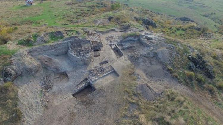 Bulgaristan'daki Ünlü Ortaçağ Kalesinde Bizans Sikkeleri Keşfedildi