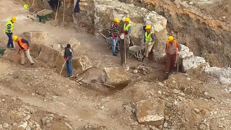 Hatay'da Yol Çalışmaları Sırasında Roma Dönemi Mozaiği Bulundu