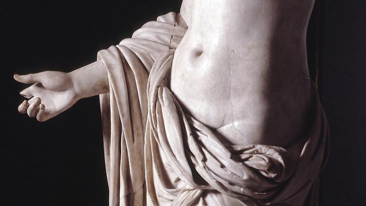 Townley Venüsü, Kurumsal bir etkinlik için müzede çalışan bir garsonun kafasının çarpması neticesi ile başparmağı kopan 2000 yıllık Roma heykeli / British Museum