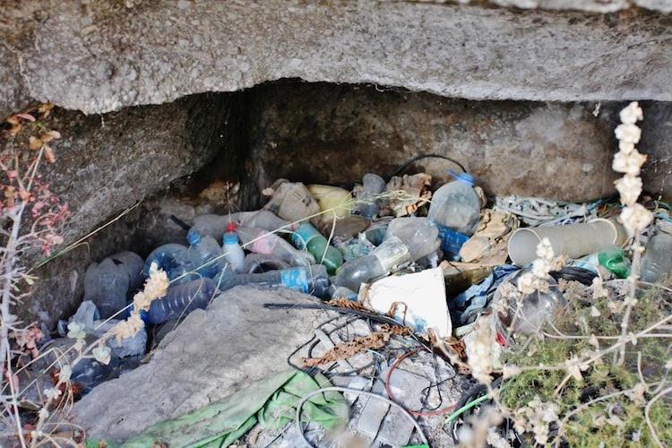 Bodrum Göktepe'deki Kaya Mezarları Definecilere ve Çöplere Teslim