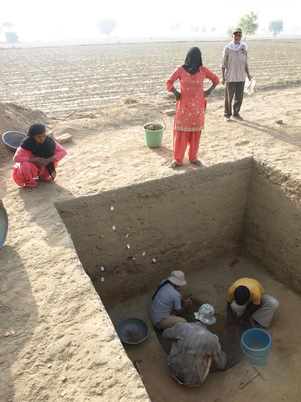 Rakhigari sit alanından yürütülen arkeolojik çalışmalar esnasından F: Toprak, Su ve Yerleşim Projesi
