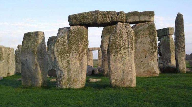 Stonehenge basit bir yapıdan, bugün gördüğümüz karmaşık bir yapısına binlerce yıl içinde gelişti. Burası sürekli gelişen bir hafıza sarayı mıydı? F: Duane Hamacher