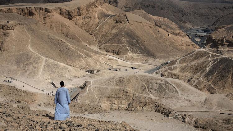 Deir el-Medina işçilerinin, her hafta Theban tepelerindeki hafta Kral Vadisi'nde çalışması, diz ve ayak bileklerinde osteoartrite sebep oluyordu. F: Alamy