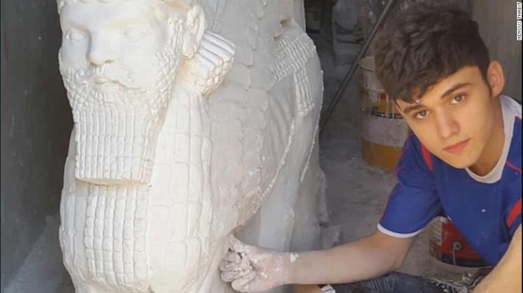 Iraklı Çocuk IŞİD'in Nimrud Antik Kenti'nde Parçaladığı Eserleri Tekrar Yapıyor