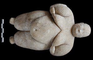 çatalhöyük'teki kadın figürinler yaşlı kadınları temsil ediyor.