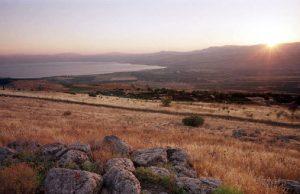 İnsan çevreye olan etkileri bugüne mahsus bir konu değil. İsrail'de yapılan bir çalışmada yaklaşık 11,500 yıl önce, insanların tarım ve odunculuk faaliyetleri sırasında deniz çevresinde erozyona neden oldukları ortaya koyulmakta. Bu çalışmada ortaya konulan sonuçlar insan ve çevre ilişkisinde ki en erken örnekler olarak karşımızda durmakta.