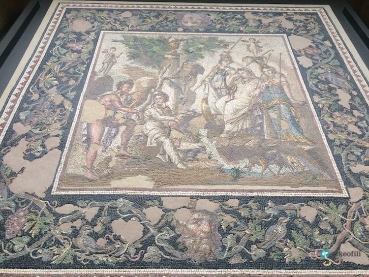 Üç Güzeller Mozaiği, Louvre Müzesi